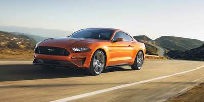 rent mustang dubai - falconcars